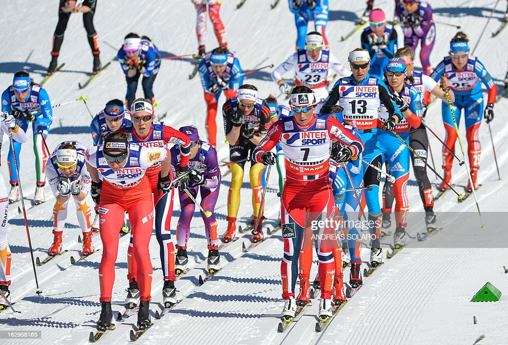Poland's Justyna Kowalczyk (L) competes next to Norway's Marit Bjoergen on March 2, 2013 during the Women's Cross Country 30 km Classic race of the FIS Nordic World Ski Championships at Val Di Fiemme Cross Country stadium in Cavalese, northern Italy. AFP PHOTO / ANDREAS SOLARO