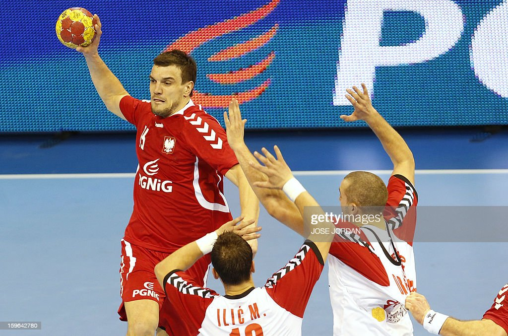 Poland's left back Michal Jurecki (L) vies with Serbia's left back Momir Ilic (C) and Serbia's left back Milos Dragas (R) during the 23rd Men's Handball World Championships preliminary round Group C match Poland vs Serbia at the Pabellon Principe Felipe in Zaragoza on January 17, 2013.