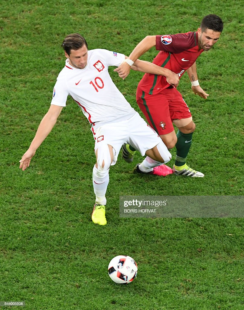 Poland's midfielder Grzegorz Krychowiak (L) vies with Portugal's midfielder Joao Moutinho during the Euro 2016 quarter-final football match between Poland and Portugal at the Stade Velodrome in Marseille on June 30, 2016. / AFP / BORIS
