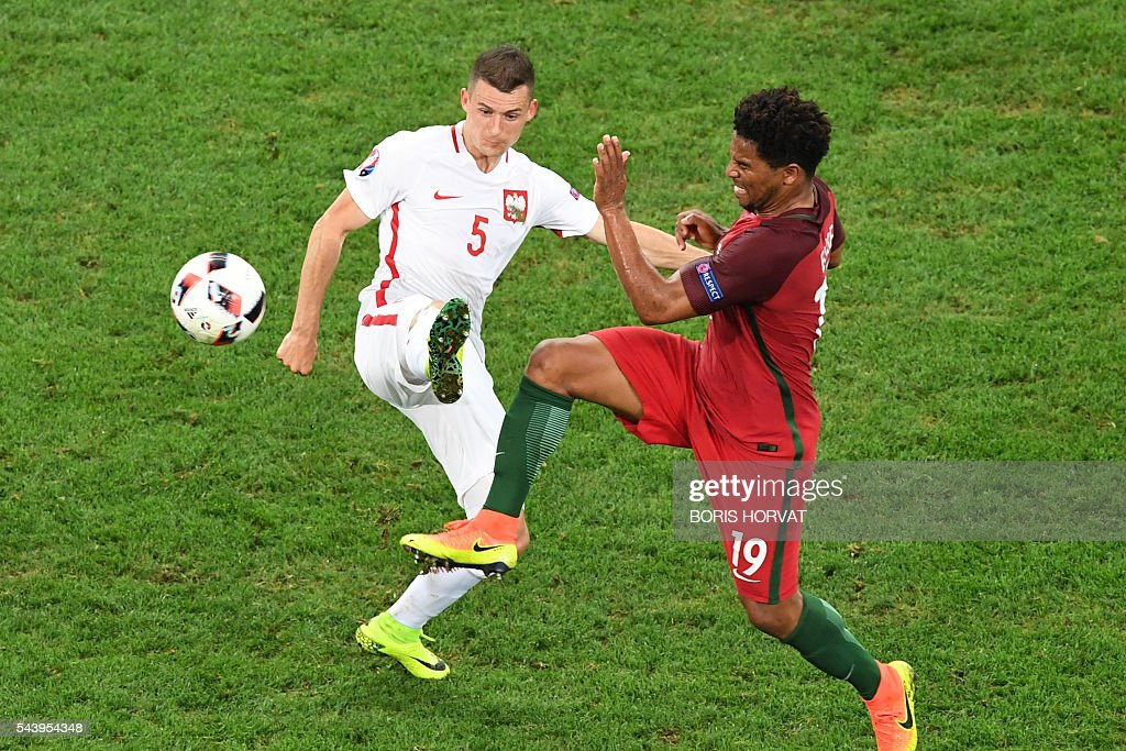 Poland's midfielder Krzysztof Maczynski (L) vies with Portugal's defender Eliseu during the Euro 2016 quarter-final football match between Poland and Portugal at the Stade Velodrome in Marseille on June 30, 2016. / AFP / BORIS