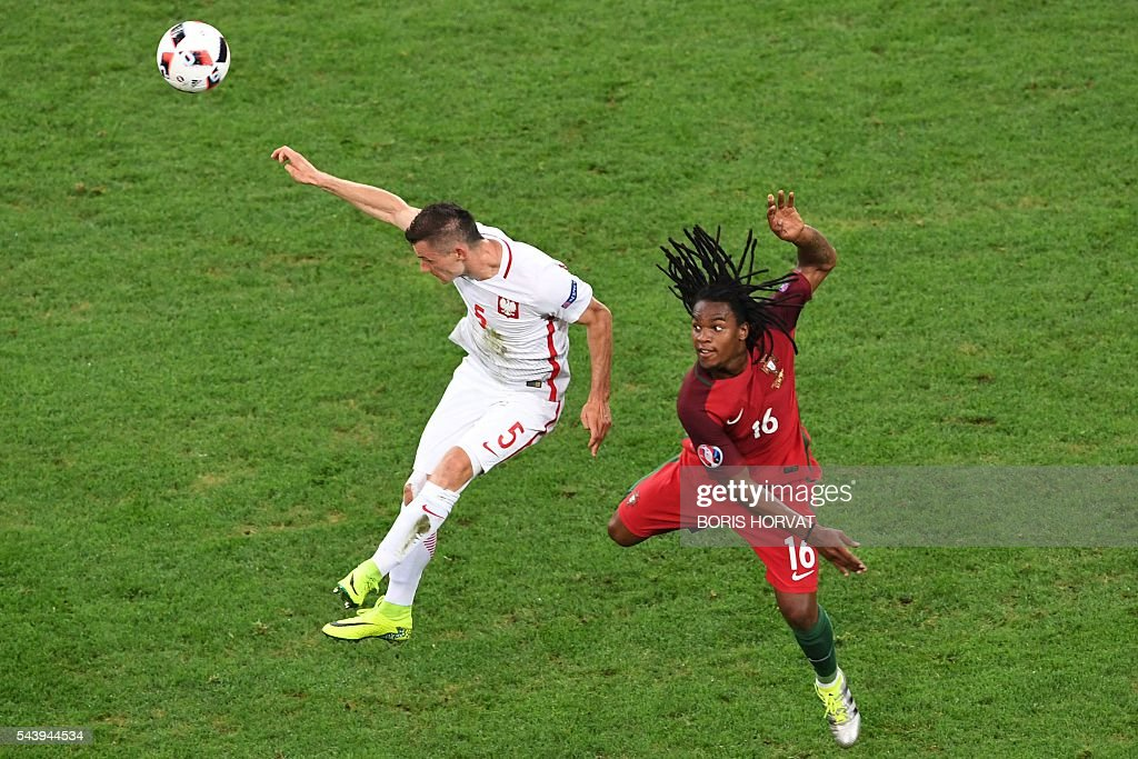 Poland's midfielder Krzysztof Maczynski (L) vies with Portugal's midfielder Renato Sanches during the Euro 2016 quarter-final football match between Poland and Portugal at the Stade Velodrome in Marseille on June 30, 2016. / AFP / BORIS