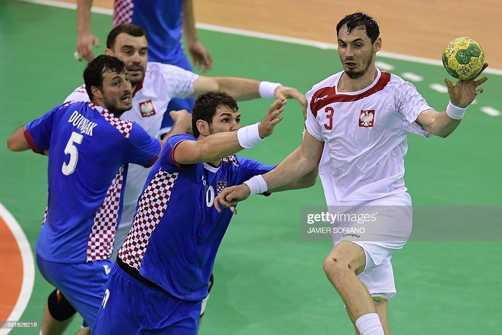 Poland's right back Krzysztof Lijewski passes the ball past Croatia's centre back Domagoj Duvnjak during the men's quarterfinal handball match...