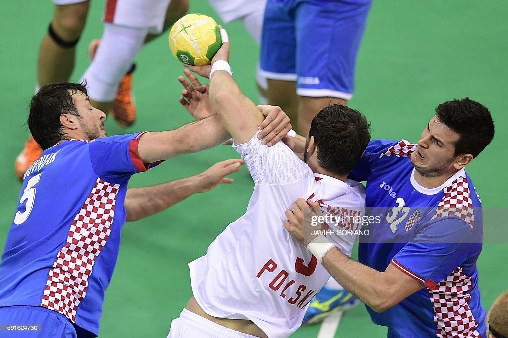 Poland's right back Krzysztof Lijewski vies with Croatia's centre back Domagoj Duvnjak and Croatia's left back Ivan Sliskovic during the men's...