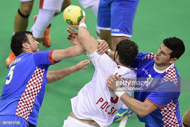 Poland's right back Krzysztof Lijewski vies with Croatia's centre back Domagoj Duvnjak and Croatia's left back Ivan Sliskovic during the men's...
