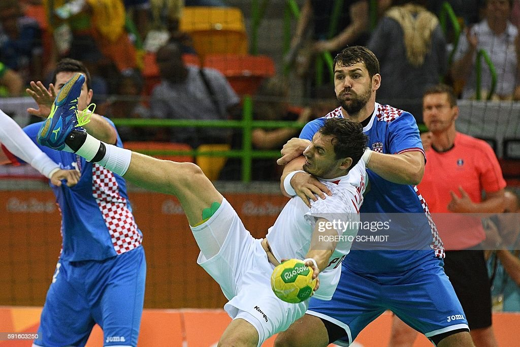 Poland's right back Krzysztof Lijewski vies with Croatia's pivot Jakov Gojun during the men's quarterfinal handball match Croatia vs poland for the...