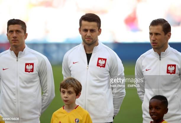 Poland's Robert Lewandowski goalkeeper Lukasz Fabianski and Poland's Grzegorz Krychowiak line up prior to kick off