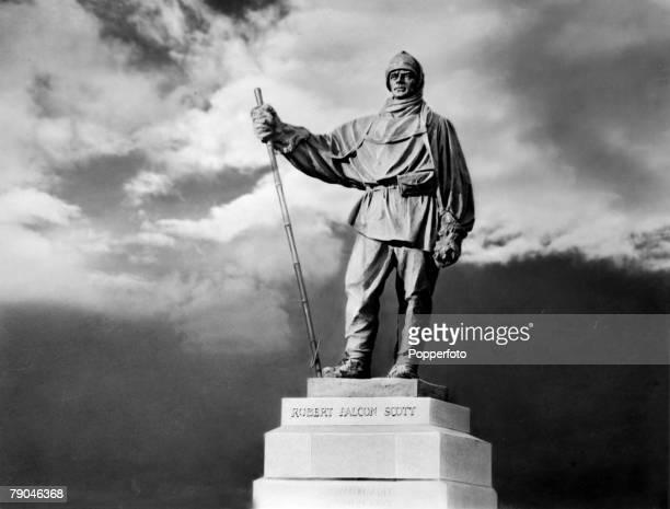 Polar Exploration A statute on the Victoria Embankment London of Robert Falcon Scott English explorer who commanded 2 Antarctic explorations On 18th...