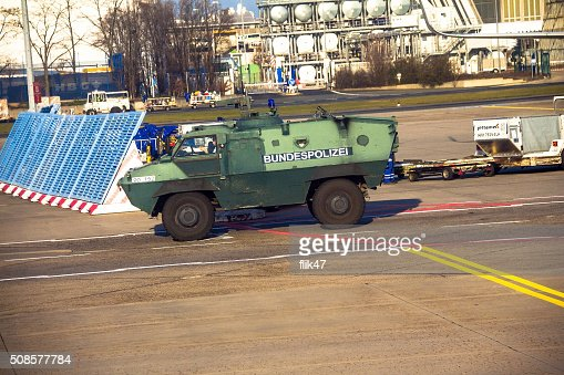 Police armored  protection vehicle in International Frankfurt Airport : Stockfoto