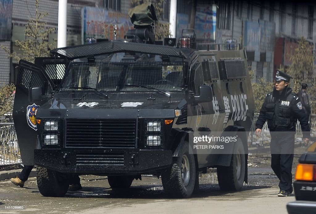 A police armoured personnel carrier sits on a street in the county town of Banma in China's northwest Qinghai province on March 10, 2012. Chinese President Hu Jintao stressed the need to maintain stability in Tibet as he met legislators from the restive region, following a spate of self-immolations in Tibetan-inhabited areas. AFP PHOTO/Peter PARKS
