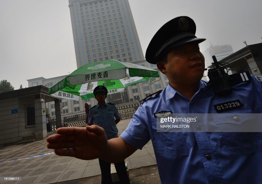 Police block access outside the Intermediate People's Court on the eve of the sentencing of disgraced politician Bo Xilai in Jinan, Shandong Province on September 21, 2013. The verdict in the case of China's fallen political star Bo Xilai, due on September 22, will cap an extraordinary scandal involving bribes, murder, illicit love, political infighting, and a colourful yet tightly controlled trial. AFP PHOTO/Mark RALSTON