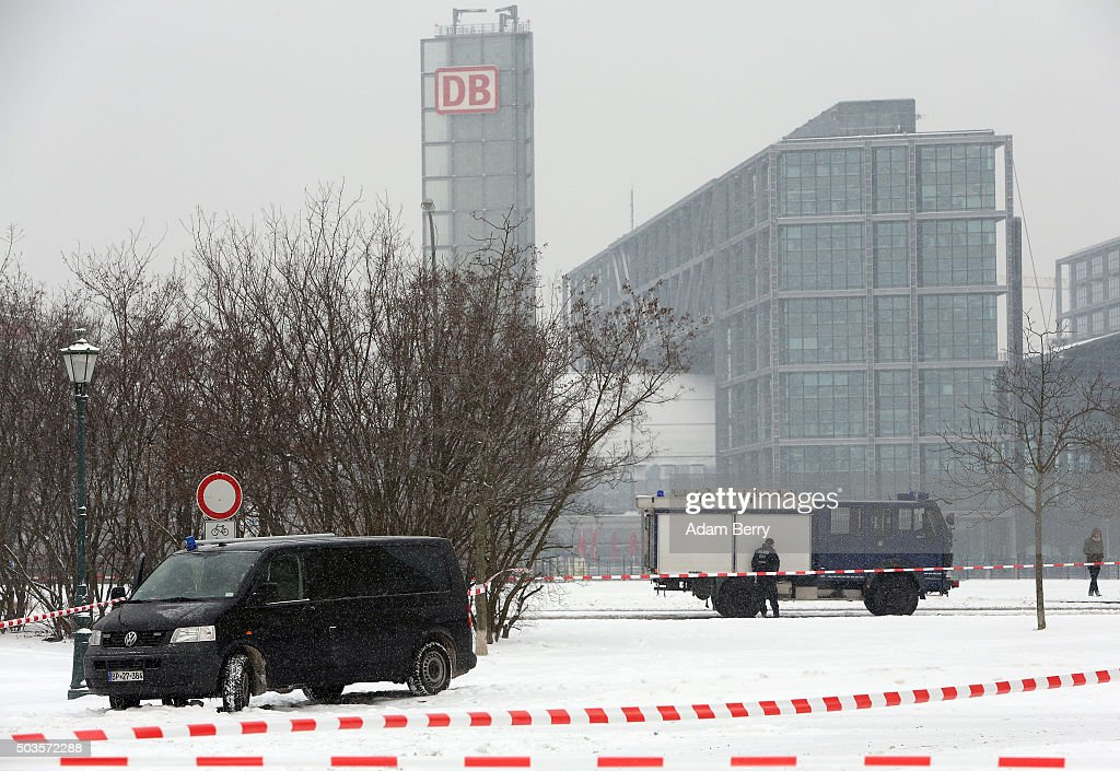 Police block off the area in front of the German federal Chancellery on January 6 2016 in Berlin Germany The area was sealed off after a suspicious...