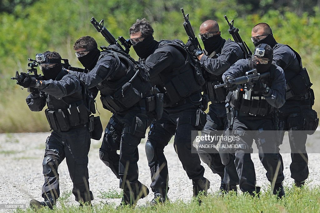 Police commandos from an anti-kidnapping unit advance during a drill at the Tom Jobim International Airport in Rio de Janeiro, Brazil, on January 13, 2012, ahead of the FIFA World Cup Brazil 2014 and the 2016 Olympic Games.