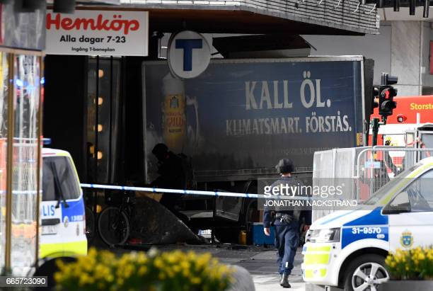 TOPSHOT Police cordons the truck which crashed into the Ahlens department store at Drottninggatan in central Stockholm April 7 2017 PHOTO / Jonathan...
