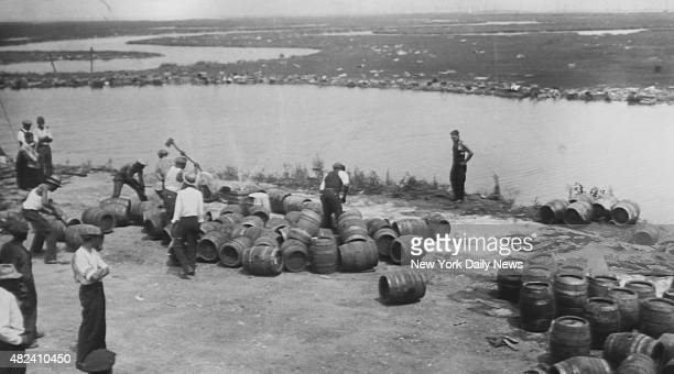 Police dumping beer from barrels into sand at Atlantic City during prohibition
