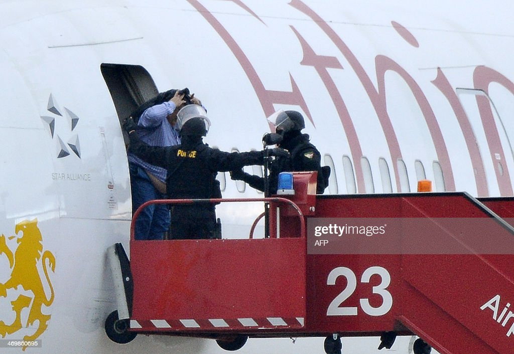 Police evacuate passengers on February 17, 2014 from the Ethiopian Airlines flight en route to Rome, which was on hijacked and forced to land in Geneva, where the hijacker has been arrested, police said. There were no immediate reports of injuries and in a statement in Addis Ababa Ethiopian Airlines said 'the passengers are safe and sound.' The hijacker was the co-pilot, according to the Geneva airport where the plane was forced to land. AFP PHOTO / Richard Juilliart