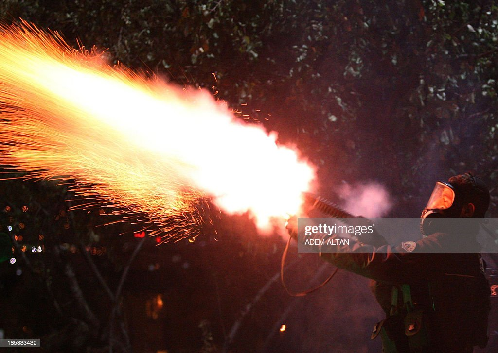Police fire tear gas to disperse university students demonstrating against reconstruction plans that includes a part of their campus in Ankara October 19, 2013. AFP PHOTO/ADEM ALTAN