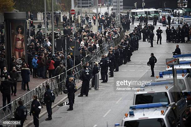 Police forces guard leftwing protesters at the central Trainstation Hanover on November 15 2014 in Hanover Germany HoGeSa which stands for 'Hooligans...