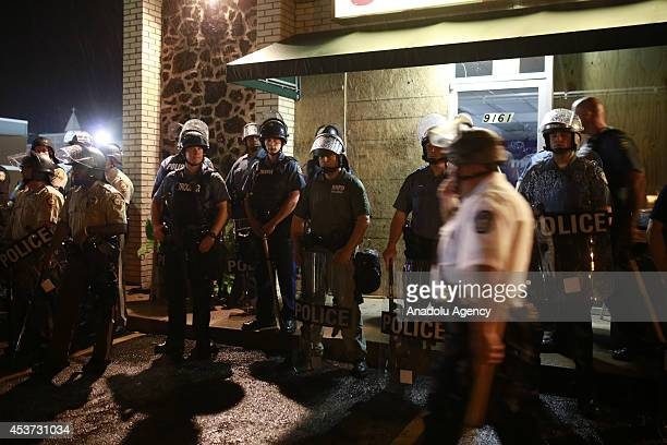 Police forces intervene protesters taking streets to protest the killing of Michael Brown although US Missouri State Governor Jay Nixon Saturday...
