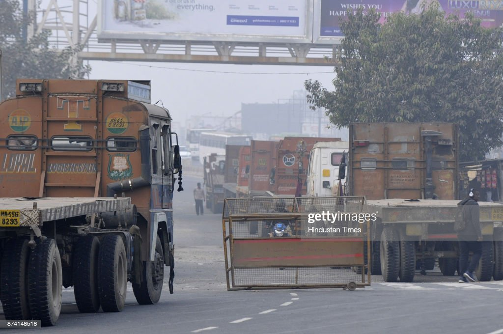 UP Police has towed heavy trucks to the service lane of sector 94 after National Green Tribunal put a ban on entry of heavy vehicles in Delhi, on November 14, 2017 in Noida, India. Delhi battled with severe air pollution on Tuesday as well. The Air Quality Index improved to an average reading of 308, even as the Delhi government extended the ban on entry of trucks. Here are the live updates of the situation in the National Capital Region.