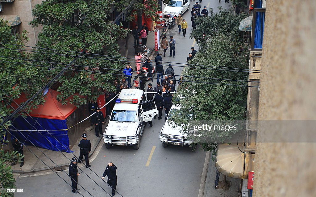 Police inspect the crime scene where attackers armed with knives killed three people in Changsha, central China's Hunan province on March 14, 2014. Attackers armed with knives killed three people in China on March 14, an official said, ruling out terrorism two weeks after a mass stabbing blamed on Xinjiang militants left 29 people dead and stunned the nation. CHINA