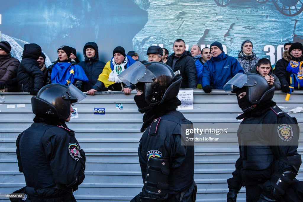 Police keep anti-government protesters separate from a pro-government rally on December 14, 2013 in Kiev, Ukraine. Thousands of people have been protesting against the government since a decision by Ukrainian president Viktor Yanukovych to suspend a trade and partnership agreement with the European Union in favor of incentives from Russia.