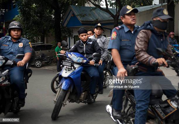 Police leaving for a Tokham Operation in the Tali Papa branguay in Quezon city