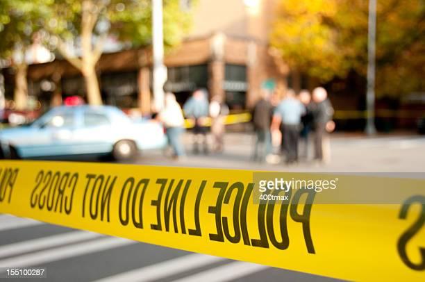 Línea de policía en una escena del crimen