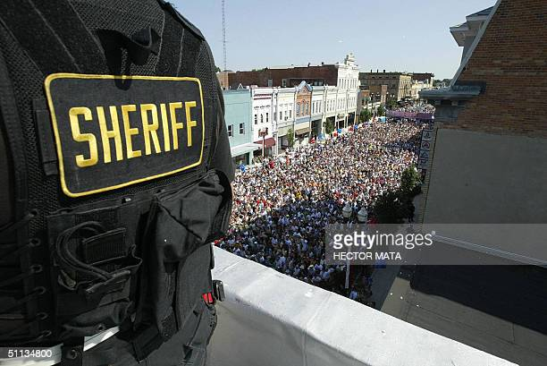 A police officer guards the roof of a building during a rally for Democratic presidential candidate John Kerry and running mate John Edwards 01...