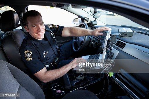 警察官のクルーザーラウンジ