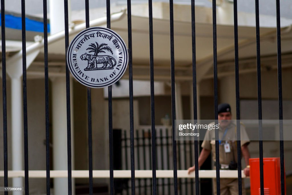 A police officer stands behind a gate at the Reserve Bank of India headquarters in Mumbai India on Friday Aug 23 2013 Indias rupee plunged 44 percent...