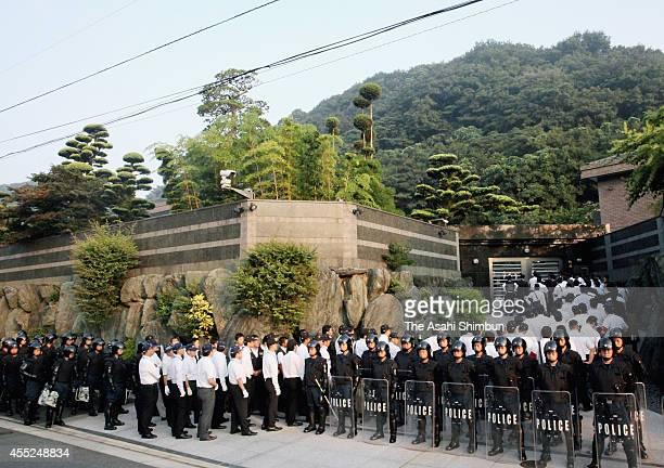 Police officers enter the house of Kudokai leader Satoru Nomura on September 11 2014 in Kitakyushu Fukuoka Japan Police arrested the leader of an...