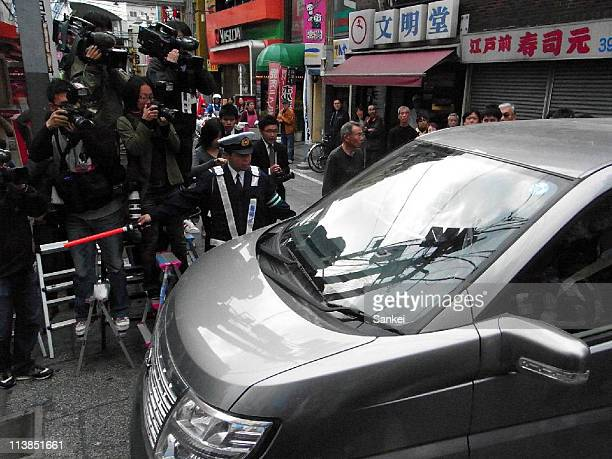 Police officers enter the meat wholesale Yamatoya Shoten on May 6 2011 in Tokyo Japan Four people were killed by the fatal food poisoning after...