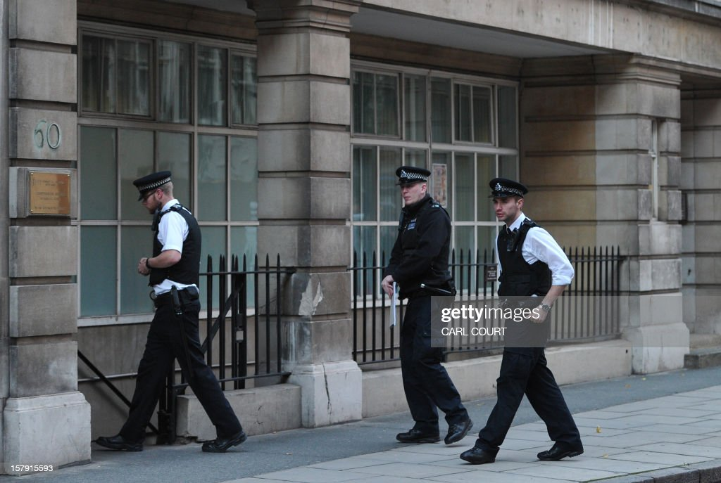 Police officers enter the nurses accommodation block near the King Edward VII hospital in central London on December 7, 2012 where nurse Jacintha Saldanha was found dead. A nurse at the hospital which treated Prince William's pregnant wife Catherine, Duchess of Cambridge, was found dead on December 7, days after being duped by a hoax call from an Australian radio station, the hospital said. Police said they were treating the death, which happened at a property near the hospital, as unexplained. AFP PHOTO / CARL COURT