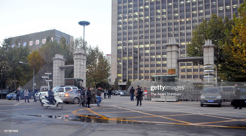 Police officers investigate near an office building belonging to the Chinese Communist Party's provincial committee on November 6, 2013 in Taiyuan, Shanxi province, China. The bomb blasted in the morning, at least one killed, eight injured according to the local reports.