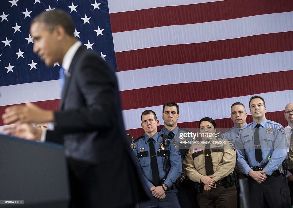 Police officers listen while US President Barack Obama speaks about gun violence at the Minneapolis Police Department's special operations center on February 4, 2013 in Minneapolis, Minnesota. Obama spoke after meeting with local leaders and law enforcement to discuss gun violence and local efforts to control it. AFP PHOTO/Brendan SMIALOWSKI