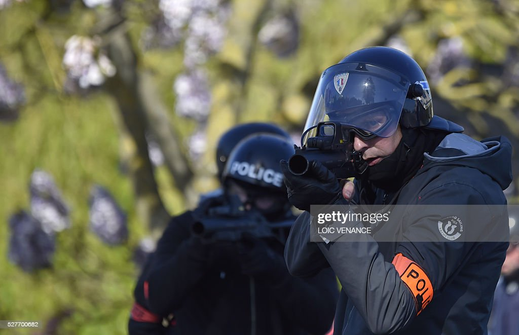 Police officers of France's anti-criminality brigade (BAC) take position during a protest against the government's planned labour law reforms in Nantes, western France, on May 3, 2016. High school pupils and workers protested against deeply unpopular labour reforms that have divided the Socialist government and raised hackles in a country accustomed to iron-clad job security. / AFP / LOIC