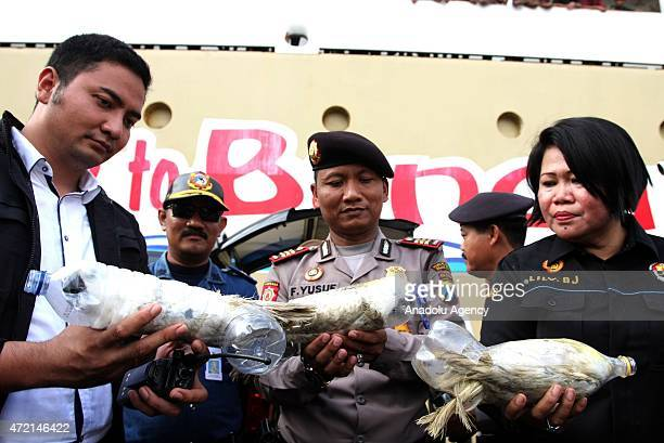 Police officers show animals successfully secured from illegal wildlife trading in Surabaya East Java Indonesia on May 04 2015 A total of 24 Cacatua...