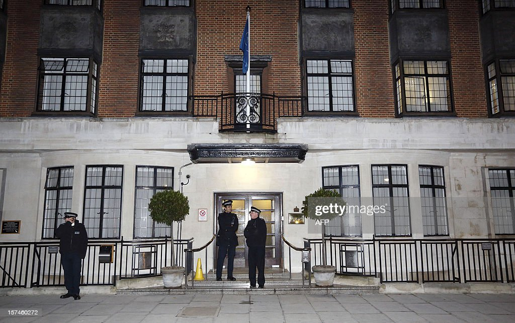 Police officers stand guard outside King Edward the VII hospital in London on December 3, 2012, where Catherine, the Duchess of Cambridge, is resting for suffering severe morning sickness. Prince William's wife Catherine is pregnant with their first child, St James's Palace said, in an eagerly awaited announcement about a baby destined to be Britain's future king or queen.