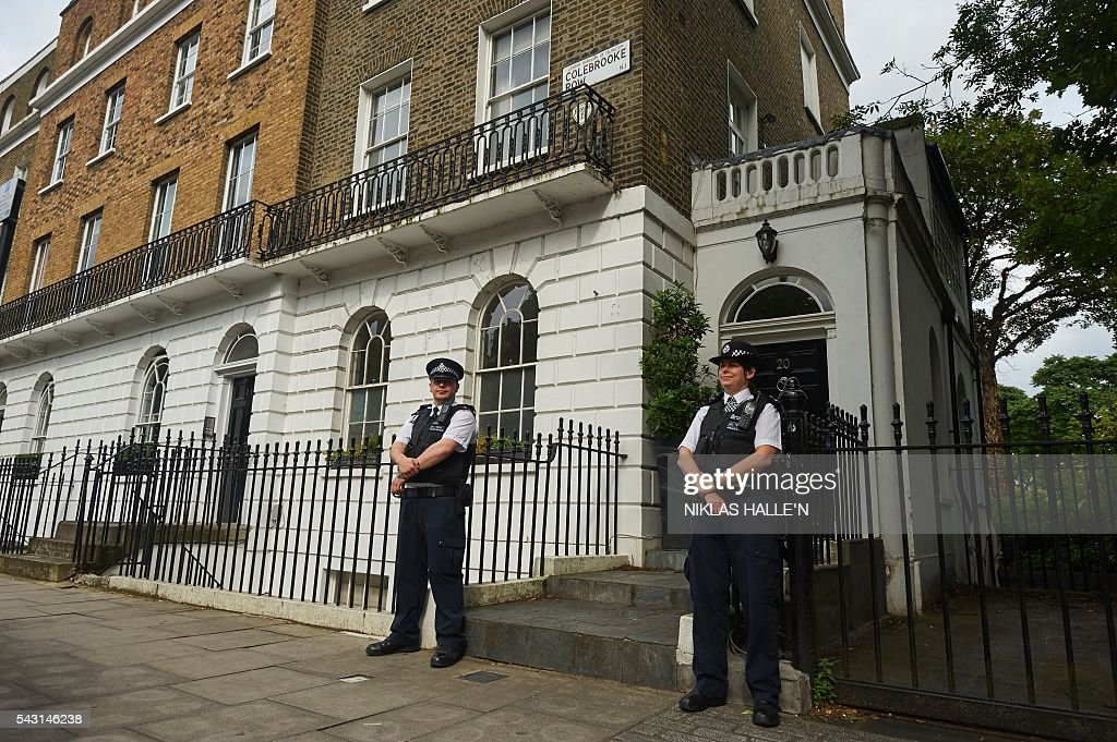 Police officers stand outside the home of Boris Johnson in London on June 26, 2016 on June 26, 2016. Britain's political parties descended into unprecedented turmoil Sunday as two new polls showed bolstered support for Scottish independence, ahead of a showdown with EU leaders over its seismic vote to leave the bloc. Two days after Prime Minister David Cameron announced his resignation after losing Thursday's referendum, the race to succeed him and and a revolt in the opposition Labour party left the political classes locked in infighting. N