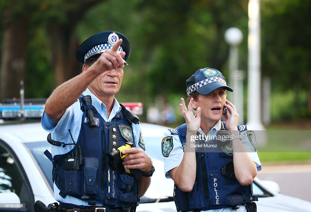 how to become a police officer in australia from uk