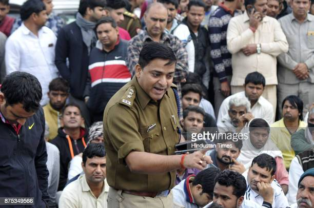 Police offical talking to Family members and supporters who blocked and protested with Shiv Kumars body on the sector 71 road and demanded the arrest...