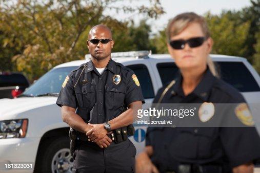 警察のパートナーにフォーカス雄責任者