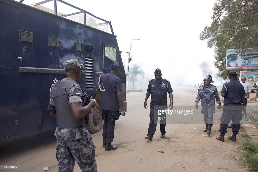 Police retreat after firing tear gas at protesters angry over alleged vote-rigging on December 8, 2012 in Accra.Ghanaian authorities fired tear gas on Saturday to disperse a crowd of more than 100 people in the capital Accra who were angry over rumours of rigging in the country's elections. AFP PHOTO