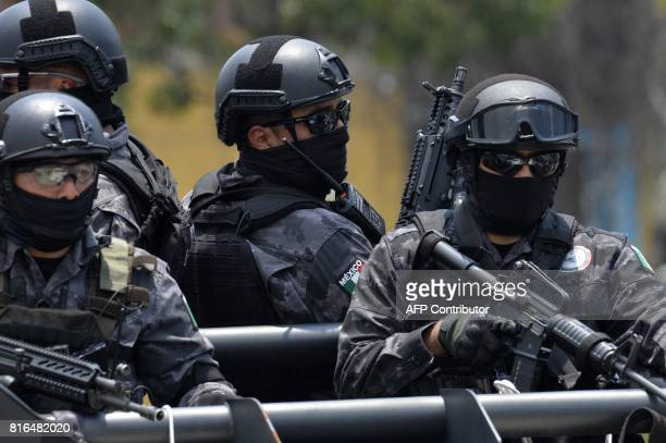 Police stand guard as a heavily guarded convoy transports former governor of Veracruz Javier Duarte on July 17 2017 upon his arrival in Mexico City...