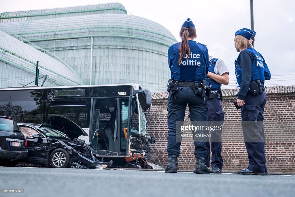 Police stand the site of an accident between a Brussels public transport MIVB/STIB bus and a van outside the Royal castle in Laken/Laeken, in northwest Brussels, on May 2, 2016, in which ten people were injured. The bus hit the wall surrounding the castle grounds after the van crashed into it injuring ten people, according to police. / AFP / Belga / HATIM KAGHAT / Belgium OUT