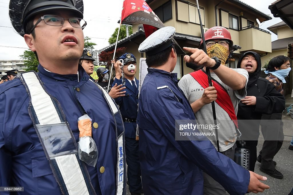 Police try to control people during a demonstration denouncing the Group of Seven (G7) summit in nearby Ise, in the city of Tsu, Mie prefecture, on May 26, 2016. World leaders kicked off two days of G7 talks in Japan on May 26 with the creaky global economy, terrorism, refugees, China's controversial maritime claims, and a possible Brexit headlining their packed agenda.