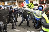 FRA: 'Yellow Vests' Return Despite Macron's Concessions