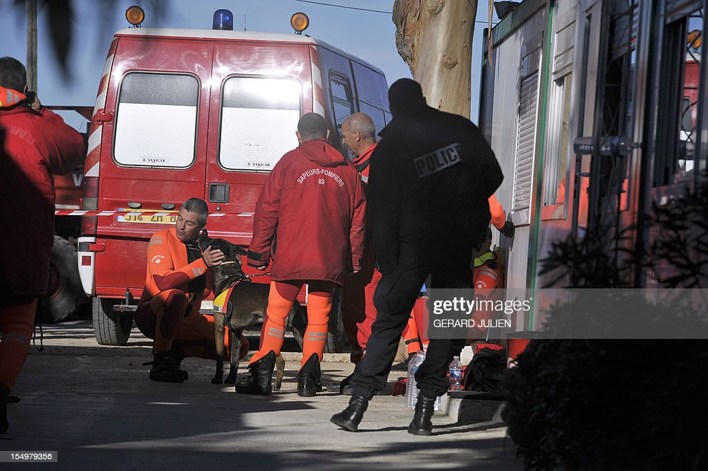 A policeman and rescuers talk on October 29, 2012 during the search for a 12-year-old British boy, who disappeared on October 27, on Porquerolles island, southeastern France. Sixty soldiers and three civil security dog-handlers from Brignoles are paricipating in the search. AFP PHOTO GERARD JULIEN