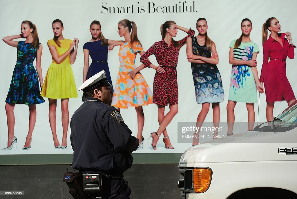 A policeman is about to give a parking ticket to a van illegally parked in New York, April 8, 2013. AFP PHOTO/Emmanuel Dunand