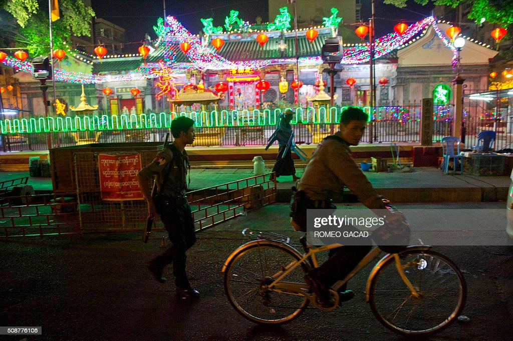 A policeman patrols outside a temple in Yangon's Chinatown district on February 6, 2016 in preparation for the Lunar New Year celebrations which falls on February 8 and will mark the start of the year of the monkey. / AFP / ROMEO GACAD